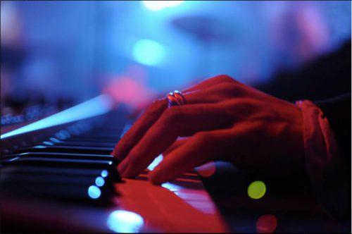 Der Ring ist dem Keyboarder sehr wichtig. Foto: pd