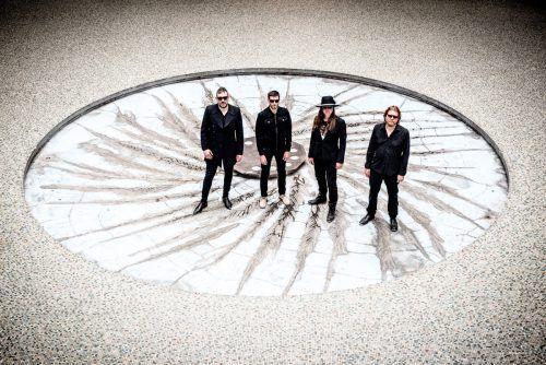 Die Band Archive mit Darius Keeler (l.) vereint Trip-Hop, Rock und elektronische Musik.Foto: David Levine