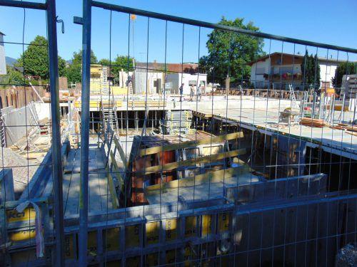 Die Bauarbeiten für das betreute Wohnen in Mäder laufen aktuell auf Hochtouren. Foto: Mima