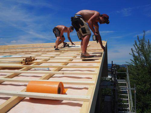 Die Dachgleiche für die Kinderbetreuung in Meiningen ist erreicht, jetzt startet der Ausbau. Foto: CEG