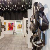 """<p class=""""caption"""">Die Kunstmesse Art Bodensee wurde gestern Abend in den neuen Messehallen eröffnet.75 namhafte Galerien sind vertreten.</p>"""