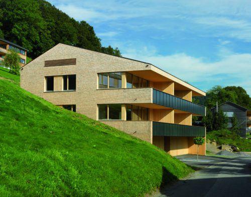 Die Mehrfamilienhaus-Anlage in Langegg ist laut Energieinstitut in Sachen Energieeffizienz zukunftsweisend. Foto: Morscher