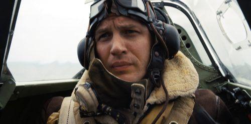 Die RAF-Piloten Farrier (Hardy) und Collins wehren in Spitfire-Kampfjets die gegnerischen Luftangriffe ab. ap