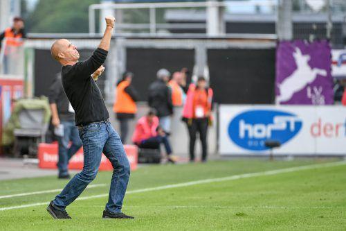 Die Schmidt-Faust! Unter Cheftrainer Klaus Schmidt ist Altach auch nach sechs Pflichtspielen noch unbesiegt.Foto: gepa