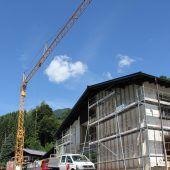 Im Schulhaus wird gebaut