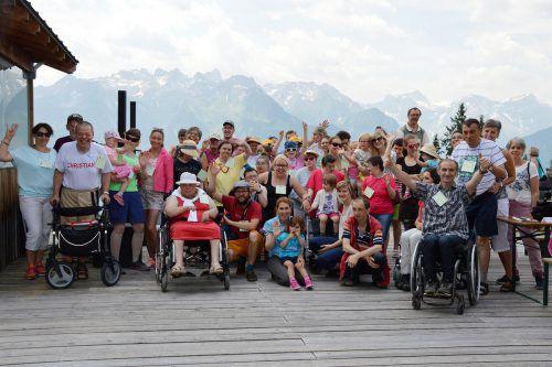 Die Werkstätte Bludenz und die Kinderbetreuung Buntstiftle schlossen das erste gemeinsame Jahr mit einem Ausflug auf den Muttersberg ab. Fotos: caritas