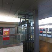 Im Bahnhofslift gefangen: Erste Verhandlungsrunde