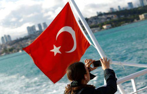 Eine Bootstour über den Bosporus ist bei Istanbul-Urlaubern beliebt. Die deutschen Maßnahmen könnten nun Folgen für den Tourismus haben. Foto: reuters