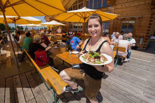 Einige Restaurants suchen derzeit noch Aushilfen im Service. Foto: VN