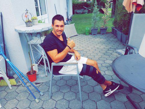 Elias Kircher erholt sich zu Hause von den Folgen der Operation.Privat