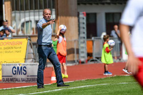 Engagiert im Trainingsbetrieb, engagiert aber auch an der Linie: Altach-Trainer Klaus Schmidt.Foto: gepa