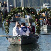 Pilger fahren über den Bodensee