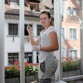 Neuer Anstrich für die Fenster des Rathauses