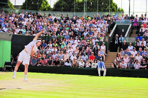 Fünf Sätze tapfer gekämpft, aber im Wimbledon-Achtelfinale war Endstation: Dominic Thiem verlor in knapp drei Stunden gegen Tomas Berdych.Foto: apa