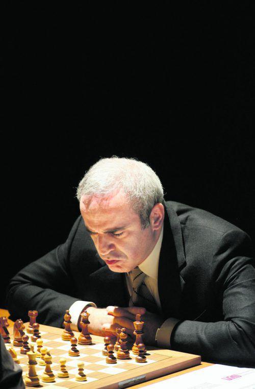 Garri Kasparow misst sich mit Champion Carlsen.Foto: reuters