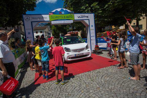 Im Montafon treffen derzeit wieder Autos der Zukunft, wie der neue e-Smart, der ab 2018 nach Österreich kommt, auf Legenden von einst. . .