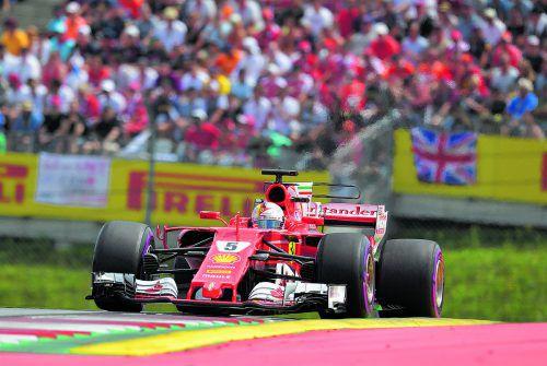 In den schnellen Kurven stark: Sebastian Vettel und Ferrari haben gegenüber Mercedes an Boden gutgemacht. Foto: gepa