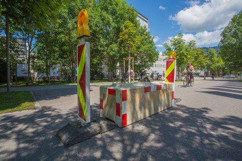 """In den vergangenen Tagen wurden rund ums Festspielhaus """"Anti-Terror-Poller"""" aufgestellt. Foto: VN/Steurer"""