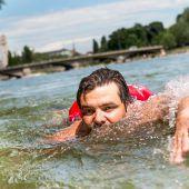 Münchner schwimmt täglich zum Arbeitsplatz