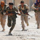 Rebellen durchbrechen Stadtmauer Al-Rakkas