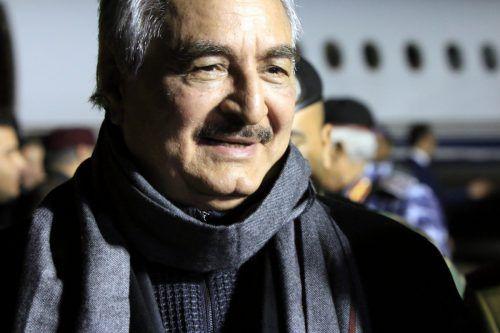 Khalifa Haftar könnte den Flüchtlingsstrom stoppen. foto: afp