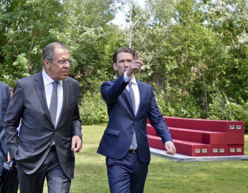 Kurz spricht mit seinem russischen Amtskollegen Lawrow.  APA