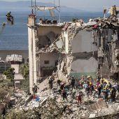 Fünfstöckiges Gebäude bei Neapel eingestürzt