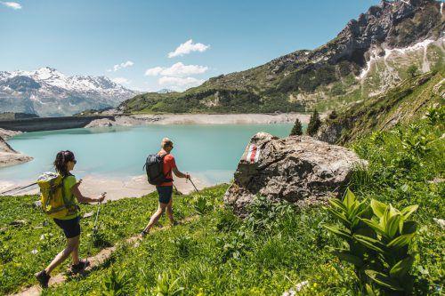 Mit Umsicht und Bedacht betrieben ist das Wandern eine wunderbare Freizeitgestaltung. Foto: Lech tourismus/schöch
