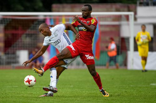 Moumi Ngamaleu war von den Verteidigern von Dynamo Brest nicht zu halten. Schon gar nicht, als er den Ball von der Mittellinie per Weitschuss zur 1:0-Führung versenkte.Fotos: gepa