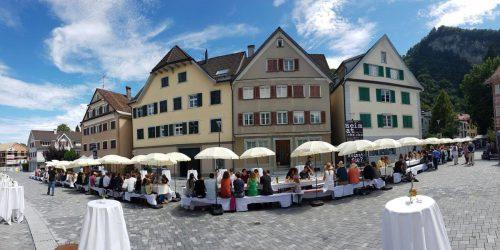 Rund 200 Nachfahren jüdischer Familien sind am Samstag nach Hohenems gereist. Foto: Stadt Hohenems