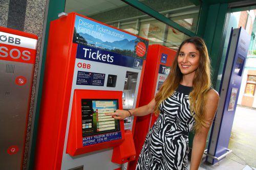 Schrittweise werden die Ticketautomaten an den Bahnhöfen umgestellt. FOTO: VN/Hofmeister