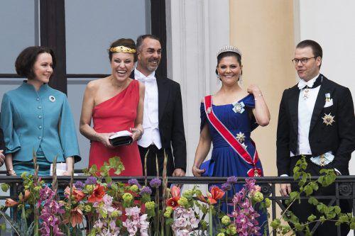 Schwedens Prinzessin Victoria und ihr Mann Daniel werden sich auch heute, Freitag, am 40. Geburtstag der Thronfolgerin festlich kleiden. Foto: AP