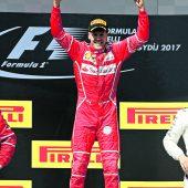 Ein Sieg vor dem Urlaub, Vettel auf Wolke sieben