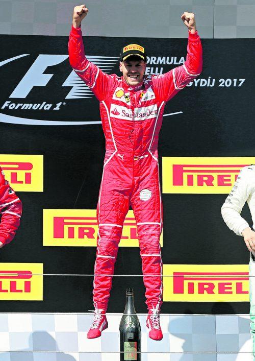 Sebastian Vettel jubelt nach dem Sieg in Budapest.Der Ferrari-Star soll seinen Vertrag bei der Scuderia bereits verlängert haben.Foto: ap