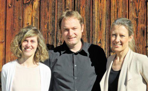 Simone Melanie Bösch, Thomas Dünser und Marion Abbrederis alias das Salus Trio treten morgen in Schruns auf.Foto: Veranstalter