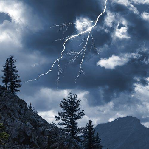 So schön eine Gewitterstimmung auch sein mag: In alpinen Lagen können Blitz und Donner lebensgefährlich sein.Foto: sicheres vorarlberg