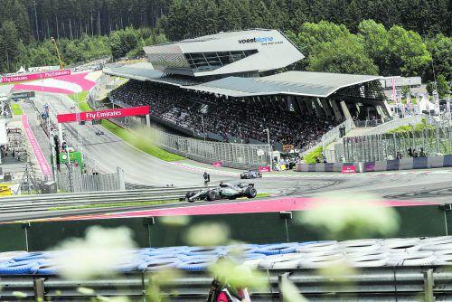 Valtteri Bottas diktierte im Mercedes beim Österreich-Grand-Prix in Spielberg lange das Geschehen. Sebastian Vettel rückte am Ende des Rennens gefährlich auf und bleibt mit Rang zwei auf WM-Kurs.Foto: gepa