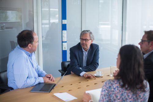 VN-Besuch: ORF-Generaldirektor Alexander Wrabetz mit Landeschef Markus Klement. Foto: VN/Steurer