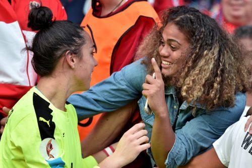 Von den Fans im Stadion von Utrecht gefeiert: Im Bild Torfrau ManuelaZinsberger, die im Elferschießen einen Schuss abwehrte.Foto: gepa