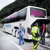 Reisebus sorgt für Feuerwehreinsatz