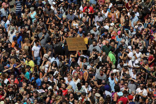 Am Tag nach dem Anschlag kamen auf den Las Ramblas in Barcelona Tausende Menschen zusammen, um Einigkeit gegen den Terrorismus zu demonstrieren. Foto: reuters