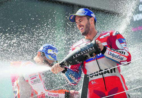 Andrea Dovizioso hielt Marc Marquez im Rennen und auf dem Siegerpodium in Schach. Foto: gepa