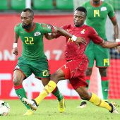 """<p class=""""caption"""">Bernard Tekpetey (rechts) war in diesem Jahr mit Ghana (Bild aus dem Spiel gegen Burkina Faso) beim Afrika-Cup engagiert.Fotos: Reuters/afp</p>"""