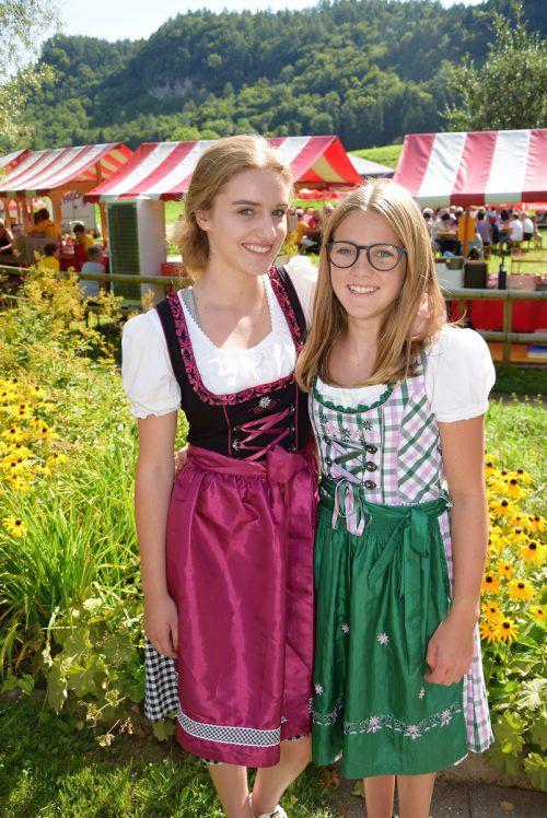 Carina (16) und Schwester Annika (13) halfen beim Kneippfest mit.