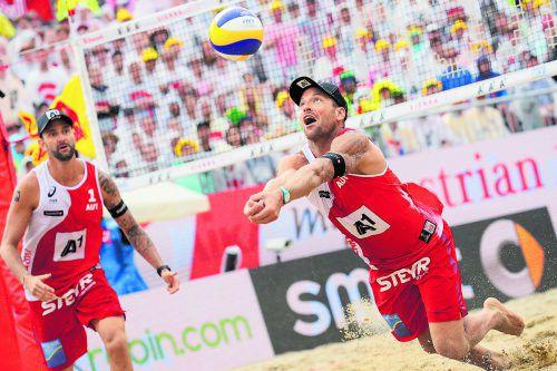 Clemens Doppler (l.) und Alexander Horst – er wurde zum Spieler des Turniers gewählt – begeisterten bei der Beachvolleyball-WM in Wien 180.000 Fans. Foto: gepa