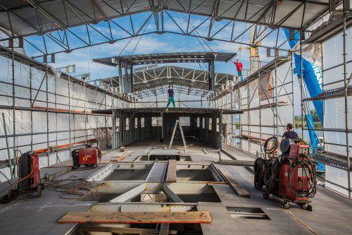 """Das Deck des künftigen Mueseumsschiffs """"Österreich"""" ist insgesamt 54,5 Meter, der Aufbau für das Hauptdeck 32 Meter lang."""