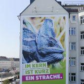 Grüne üben mit Riesenplakat in Wien Kritik