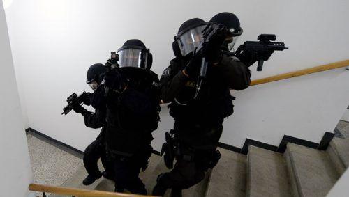 Selbst das Einsatzkommando Cobra musste nach der blutigen Auseinandersetzung in Lauterach auf den Plan gerufen werden. apa