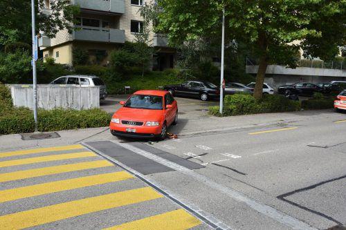 Der Bub wurde auf dem Gehsteig von einem Auto erfasst. Für den Vierjährigen kam jede Hilfe zu spät.  Foto: Kapo St. Gallen