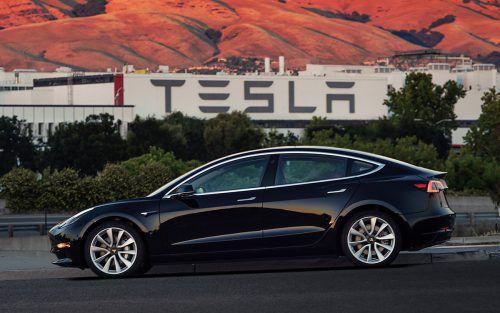 Der Elektroautohersteller Tesla muss die Produktion aufrüsten, um das Model 3 zeitnah produzieren zu können. Foto:AP